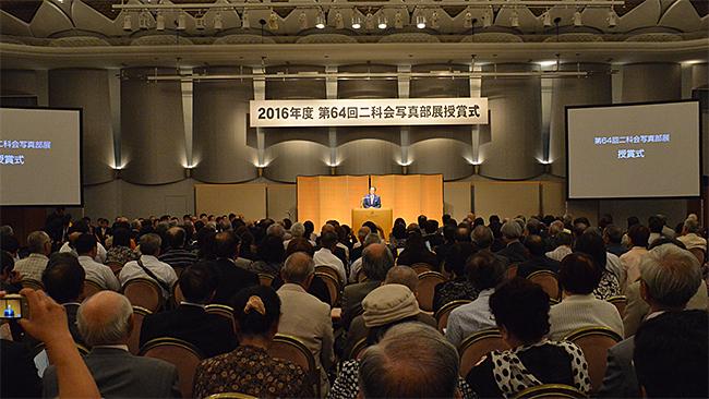 第64回展の一般公募部門の授賞式及び懇親会 会場風景